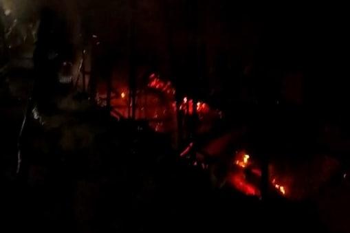 जबलपुर के त्रिपुर सुंदरी मंदिर परिसर में आग में 16 दुकानें नष्ट
