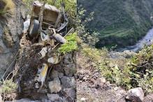 PHOTOS: शिमला जा रही सब्जी से लदी पिकअप 300 मीटर खाई में गिरी, दो युवकों की मौत