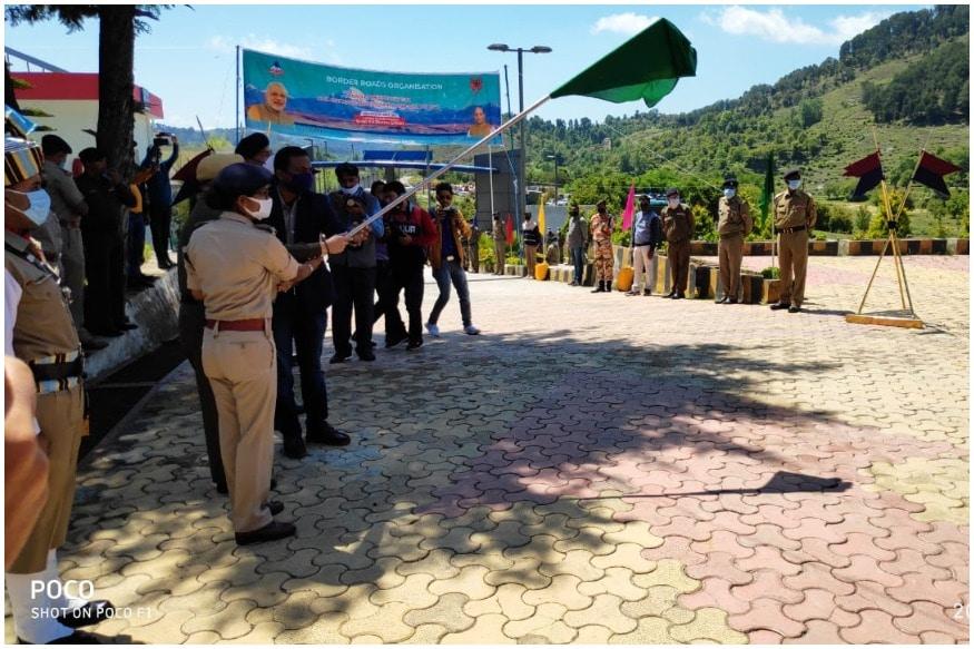 इंडो-चाइना बॉर्डर पर पहाड़ काटकर बनी 74 km सड़क, रक्षा मंत्री ने किया लोकार्पण   mansarovar-yatra-lipulekh-border-road-innaugration-defence-minister-rajnath-singh