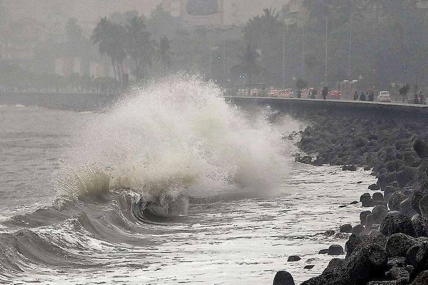 अगले 24 घंटे में मौसम विभाग ने तूफान एमफन (Cyclone Amphan) आने की चेतावनी दी है. इससे पश्चिम बंगाल, ओडिशा, समेत 08 राज्यों पर असर पड़ेगा. ये तूफान थाईलैंड और अन्य देशों के आसपास बनने की खबर है. जहां तक इसके नाम एमफन की बात है तो ये नाम थाईलैंड ने बहुत पहले रख दिया था. (सांकेतिक तस्वीर)
