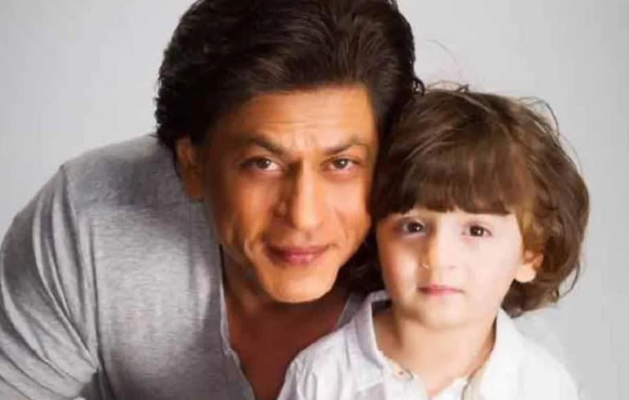 किंग खान शाहरुख खान और गौरी खान के सबसे बेटे अबराम का आज जन्मदिन है. अबराम आज 7 साल के हो गए हैं. शाहरुख खान और गौरी खान साल 2013 में अबराम के पेरेंट्स बने थे. शाहरुख खान और गौरी खान की पहली संतान आर्यन खान, सुहान खान और तीसरी और सबसे छोटी संतान अबराम हैं.