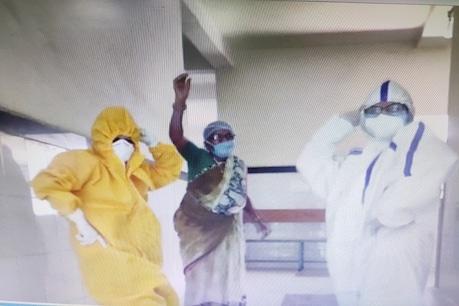 भोपाल के जेपी अस्पताल में डॉक्टरों का चिल आउट, फिल्मी गाने पर थिरकती नजर आईं Corona Warriors
