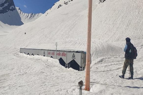 PHOTOS: गुरुद्वारा हेमकुंड साहिब बर्फ से ढका, सामने आई ये तस्वीरें