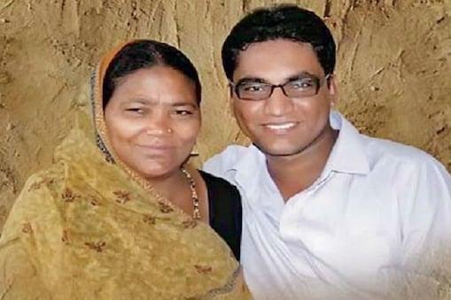 डॉ. राजेंद्र भारूड. ये अपनी मां के पेट में थे तब इनके पिता का निधन हो गया था.