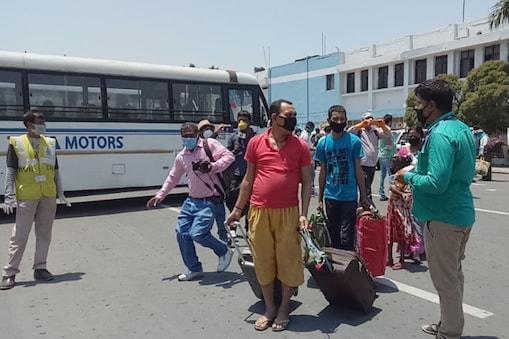 बिहार में बाहर से लौटने वाले मजदूरों का सिलसिला लगातार जारी है (सांकेतिक चित्र)