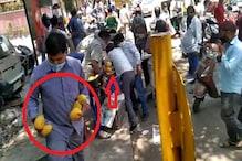 दिल्ली में भीड़ ने फल विक्रता से लूट लिए हजारों आम, देखें VIDEO