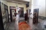 Lockdown: नमाजियों ने घर के अंदर पढ़ी अलविदा की नमाज, अमन- शांति की मांगी दुआ