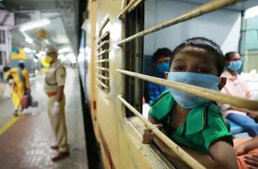 उत्तर प्रदेश में प्रवासी मजदूरों और कामगारों की ट्रेनों से घर वापसी जारी है.