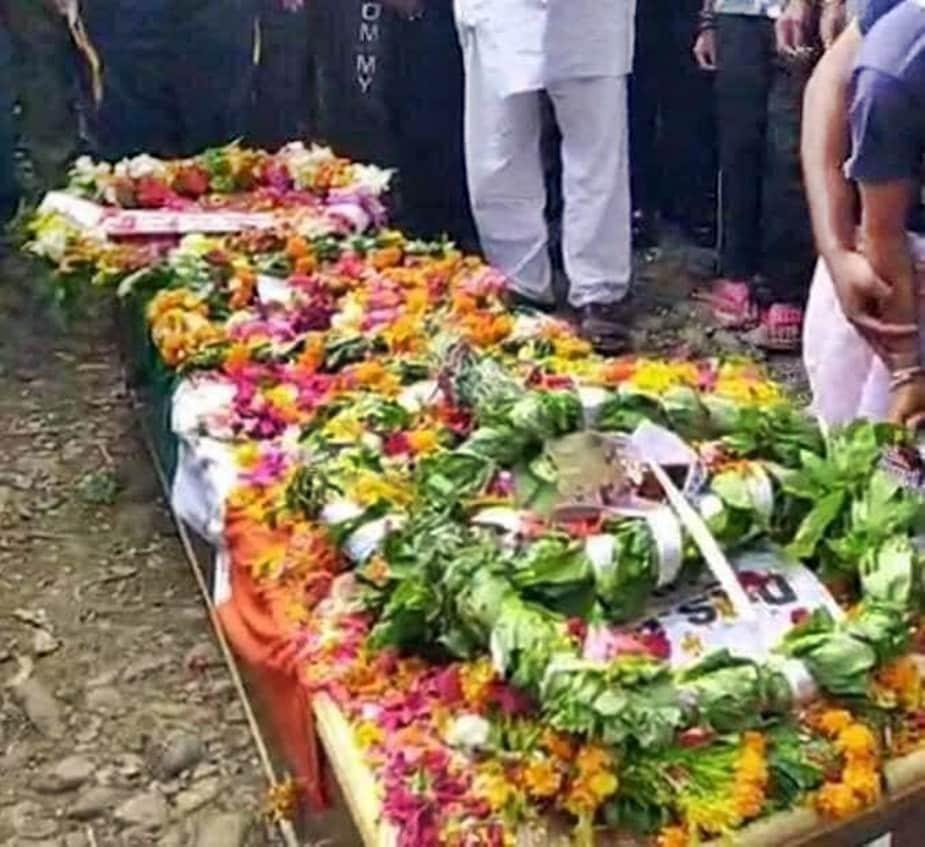 इससे पहले शुक्रवार, शुक्रवार को शहीद अंकुश का पार्थिव शरीर घर लाया गया और स्थानीय श्मशानघाट में उसका अंतिम संस्कार किया गया. इस दौरान हर किसी की आंखों में आंसू आ गए.