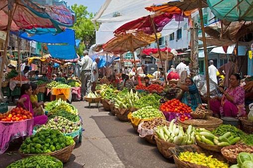 सब्जियों के भाव जहां एक तरफ ग्राहकों को परेशान कर रहे हैं वहीं दूसरी तरफ दुकानदार भी अपनी लागत डूबने के डर से परेशान नजर आ रहे हैं. (सांकेतिक तस्वीर)