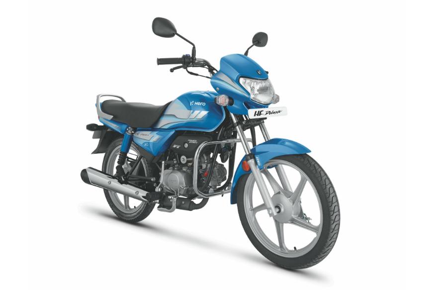 Hero HF Deluxe (X-शोरूम प्राइज दिल्ली) - शुरुआती कीमत 46,800 रुपये: हीरो मोटकॉर्प (Hero MotoCorp) ने HF Deluxe अलग-अलग वैरिएंट में मार्केट में उतारी है. जिनमें से सबसे सस्ती HF Deluxe में 97.2 cc है. Hero HF Deluxe में 97.2cc का इंजन दिया गया है जो कि 8000 Rpm पर 7.94 Bhp की पावर और 6000 Rpm पर 8.05 Nm का टॉर्क जेनरेट करता है. गियरबॉक्स की बात की जाए तो इस बाइक को 4-स्पीड मैनुअल गियरबॉक्स से लैस किया गया है.