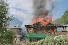 Kullu : धूं-धूं कर खाक हो गया लकड़ी से बना ढाई मंजिला मकान