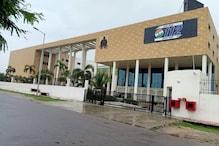 कोरोना पॉजिटिव इस शख्स के हौसले को सलाम, अस्पताल से देता Dial UP 112 की सेवा