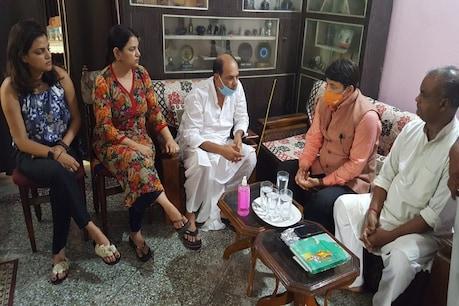 सुशांत सिंह राजपूत के परिवार से पटना ...