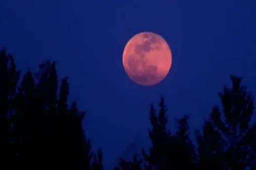 5 जुलाई को लगने वाला चंद्र ग्रहण उपछाया चंद्र ग्रहण है, यह भारत में दिखाई नहीं देगा.