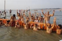 गंगा दशहरा पर लौटी प्रयागराज की रौनक, संगम में श्रद्धालुओं ने लगाई डुबकियां