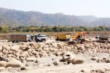 बागेश्वर DM से मांगें सरयू में भारी मशीनों से खनन की अनुमतिः नैनीताल हाईकोर्ट