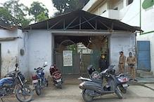 परिजनों की गुहार पर पुलिस ने शव को कब्र से निकालकर कराया पोस्टमार्टम