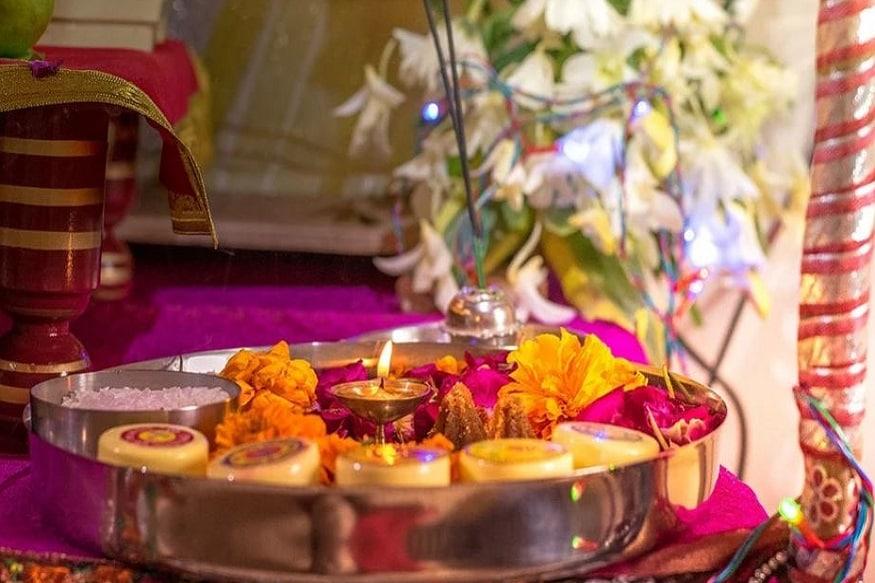 पौराणिक मान्यताओं के अनुसार, भगवान धन्वंतरि की पूजा करने के लिए रोज नित्यकर्म और स्नान निपटाकर पूजन करने से वैद्यों को चिकित्सा कार्य में निश्चित रूप से यश प्राप्त होता है और शरीर को रोगों से मुक्ति मिलती है .(Disclaimer: इस लेख में दी गई जानकारियां और सूचनाएं मान्यताओं पर आधारित हैं. Hindi news18 इनकी पुष्टि नहीं करता है. इन पर अमल करने से पहले संबंधित विशेषज्ञ से संपर्क करें.