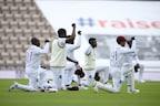 इंग्लैंड और वेस्टइंडीज की टीमों ने मैच से पहले मैदान पर टेके घुटने, जानिए वजह!