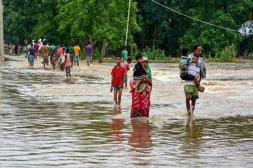 बिहार में नदियां उफान पर, कई गांवों में घुसा पानी. (प्रतीकात्मक तस्वीर)