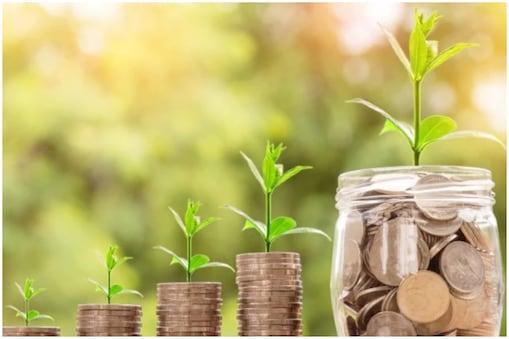 गोल्ड और इक्विटी म्यूचुअल फंड दोनों में ही निवेश पर लंबी अवधि में अच्छा रिटर्न मिलता है.
