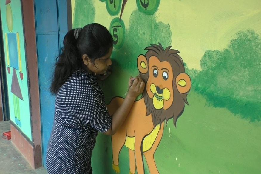 इन्होंने अपनी कला के बदौलत स्कूल में पेंटिंग किया है.