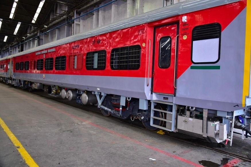 रेलवे ने अलग अलग जोन को डिब्बे बांट रखे हैं. ऐसे में एक जोन का डिब्बा दूसरे जोन में जाता और आता रहता है. कई बार सही जानकारी होने से एक जोन का डिब्बा दूसरे रेलवे में काफी समय तक पड़ा रहता है जिसका सही इस्तेमाल नहीं हो पाता है. ऐसे में आरएफआईडी टैग सिस्टम शुरू हो जाने से माल डिब्बों, यात्री डिब्बों और इंजन की कमी की समस्या को बेहतर तरीके से मैनेज किया जा सकेगा .