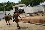 विकास दुबे के लखनऊ वाले मकान पर चलने से पहले इसलिए रुक गया पुलिस का हथौड़ा