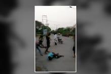 बदमाशों ने युवक को लाठी डंडों से पीट-पीटकर किया अधमरा, Video Viral