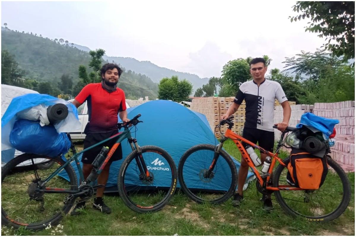 देहरादूनः Lockdownके बीच दो दोस्तों ने 12 दिनों में साइकिल से पूरी कर डाली चारधाम यात्रा
