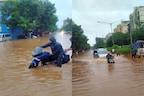 बारिश के कारण बेपटरी हुई मुंबईवालों की जिंदगी, टूटा 46 साल का रिकॉर्ड, देखिए तस्वीरें