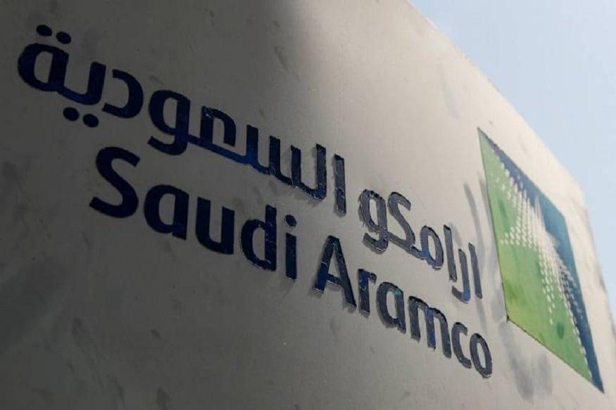 सऊदी अरब (Saudi Arabia) में इन दिनों कुछ भी अच्छा नहीं चल रहा है. कोरोना वायरस की वजह से देश की आर्थिक हालत काफी ख़राब हो गई है. इसीलिए, सरकार ने पिछले दिनों वैट बढ़ा दिया.इसके आलावा कर्मचारियों को दिए जाने वाले कई तरह के भत्ते भी फिलहाल ख़त्म कर दिए गए हैं. वहीं, अब सऊदी अरामको के सिरसे दुनिया की सबसे बड़ी कंपनी होने का दर्जा भी छिन गया है.