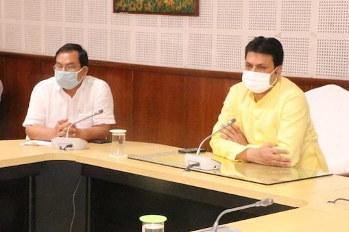 त्रिपुरा के सीएम बिप्लब देब ने अपनी टिप्पणियों का बचाव किया है (फाइल फोटो)