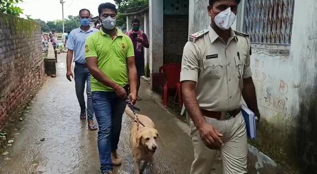 पुलिस ने खोजी कुत्ते (dog squad) की भी मदद ली, उसे घटनास्थल लाया गया, लेकिन कोई कामयाबी नहीं मिल पाई थी.