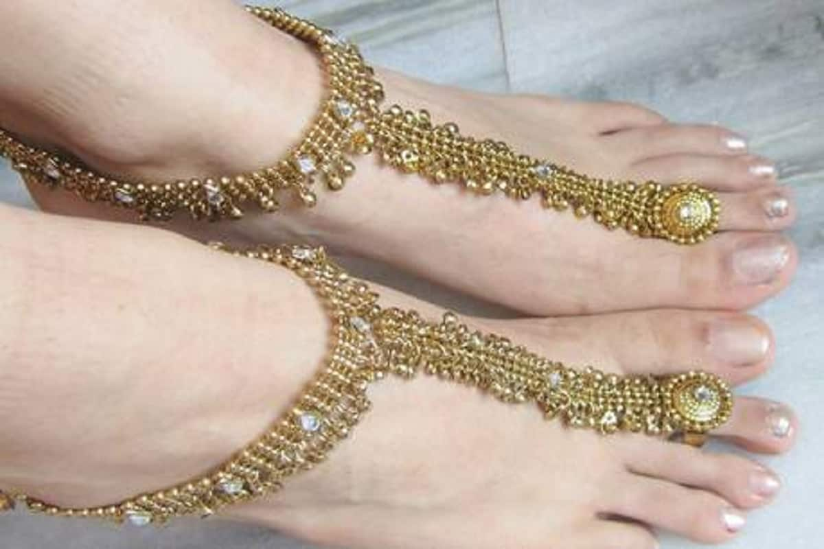 gold ornaments or jewellery not worn on the feet may cause these damage pur