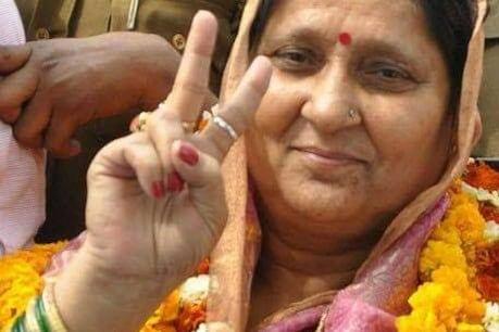 अब बाहुबली विधायक विजय मिश्रा की पत्नी के खिलाफ जारी हुआ NBW, बेटे पर भी लटकी गिरफ़्तारी की तलवार