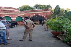 UP Live News: रेलवे अधिकारी की नाबालिग बेटी ने चलाई थी मां और भाई पर गोली