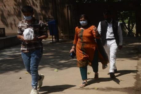 कानपुर: 37 दिन बाद विकास दुबे की अस्थियां लेने बड़े बेटे के साथ पहुंचीं पत्नी ऋचा
