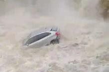 धारः झरने में बढ़ने लगा पानी और बह गई 3 कारें, देखें हैरतअंगेज Video
