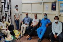कोरोना पॉजिटिव डॉक्टर्स को इलाज के लिए नहीं मिला बेड, घंटों सोफे पर बैठे रहे