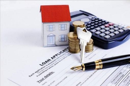 दिल्ली में असंगठित क्षेत्र में काम करने वाले कुशल कामगारों के लिए इस बैंक ने नई होम लोन स्कीम (Home Loan Scheme) लांच की है. इसका नाम 'अपना घर ड्रीम्ज' है. इसके तहत 2 लाख रुपये से लेकर 50 लाख रुपये तक का कर्ज लिया जा सकता है. आइए आपको बताते हैं कि किसको और कैसे मिल सकता है लोन.