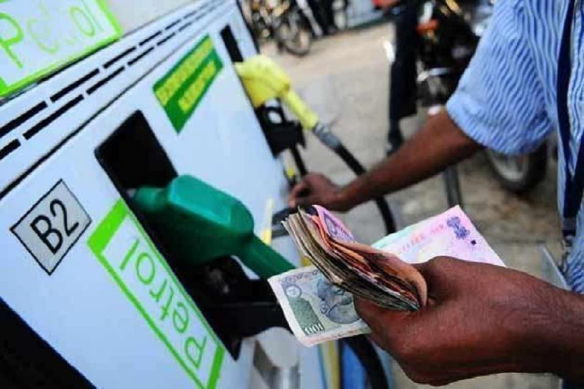Petrol diesel Price: आपके शहर में आज कितना रहा पेट्रोल डीजल का दाम, फटाफट करें चेक - News18 हिंदी