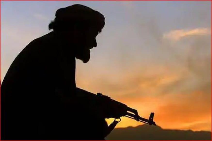 अमेरिका के आंतरिक सुरक्षा पर खतरे' को लेकर सीनेट की गृह सुरक्षा और सरकारी मामलों की समिति के समक्ष बयान देते हुए मिलर ने बताया कि मार्च के मध्य में एक्यआईएस ने नवयी अफगान जिहाद का विशेष संस्करण प्रकाशित किया जिसमें अमेरिका-तालिबान समझौतों की प्रशंसा की गई थी, जो करार पर अलकायदा नेताओं के रुख को प्रतिबिंबित करता है. (फोटो सौ. न्यूज18 इंग्लिश)