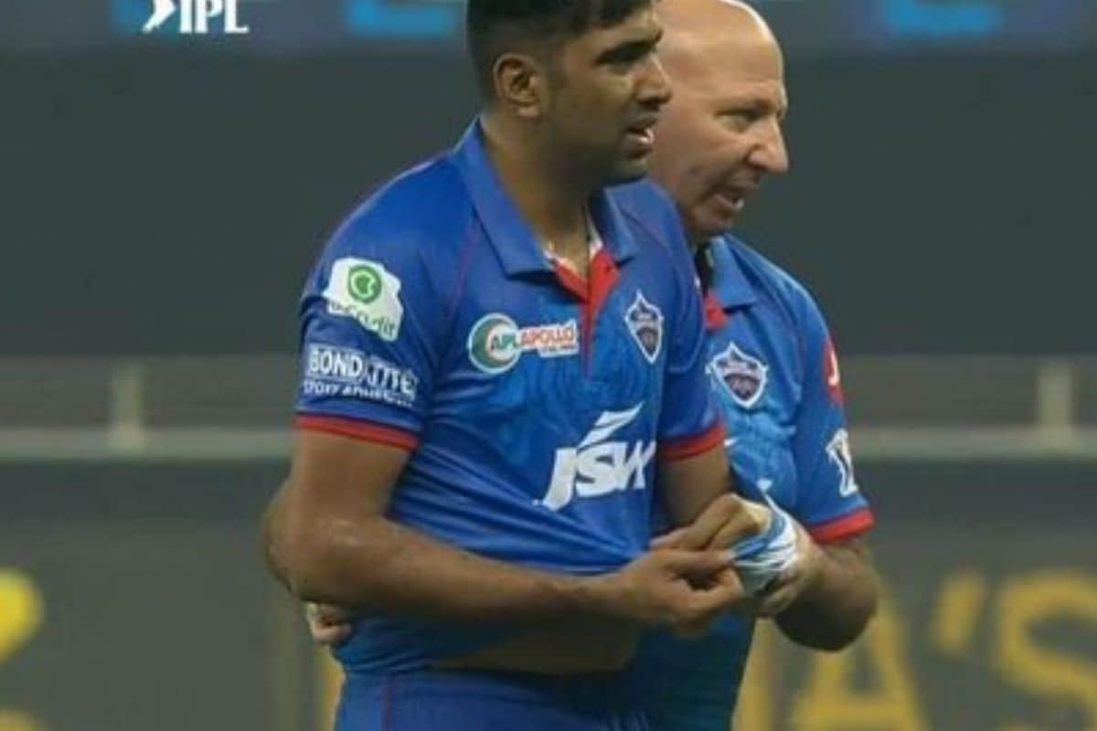 दिल्ली कैपिटल्स (Delhi Capitals) के स्टार गेंदबाज आर अश्विन (R Ashwin) चोटिल हैं. दिल्ली कैपिटल्स के ओपनिंग मैच में अश्विन चोटिल हो गए थे और तभी से वह मैदान से दूर हैं. चेन्नई सुपर किंग्स के खिलाफ मुकाबले से पहले कैपिटल्स के कप्तान श्रेयस अय्यर ने खुलासा किया था कि अश्विन दो से तीन मैच में बाहर रह सकते हैं.