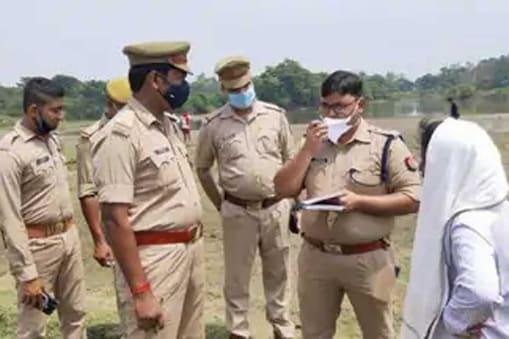 पुलिस ने हत्याकांड का खुलासा करते हुए तीन लोगों को गिरफ्तार किया है.