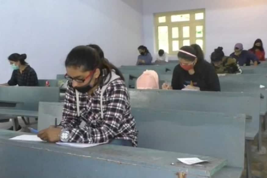 exams kumoan university, nainital, उत्तराखंड में श्रीदेव सुमन गढ़वाल विश्वविद्यालय, दून विश्वविद्यालय के साथ ही कुमाऊं विश्वविद्यालय से संबद्ध कॉलेजों में फाइनल ईयर स्टूडेंट्स एग्ज़ाम दे रहे हैं.