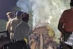 हाथरस कांड: तस्वीरों में देखिए कैसे पुलिस ने बिना रीति रिवाज के पीड़िता का खुद ही कर दिया अंतिम संस्कार