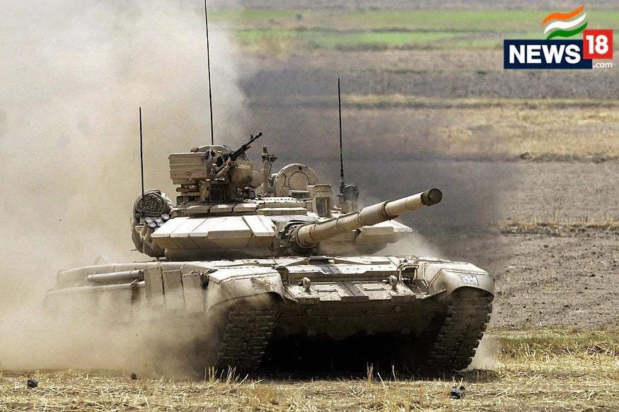बीते 6 साल से सेना की पूरी टैंक ब्रिगेड पूर्वी लद्दाख में तैनात है. बताया गया कि चुशुल और डेमचोक सरीखे इलाकों में T72 और T90 टैंक्स को मुस्तैद हैं. इसके साथ ही यहां स्ट्राइक कोर की आर्मर्ज ब्रिगेड को भी तैनात किया गया है. (प्रतीकात्मक तस्वीर)