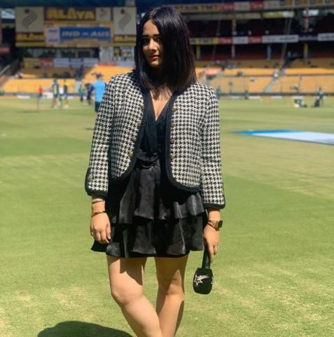खेल की दुनिया की सबसे मशहूर महिला एंकर्स में मयंती लैंगर का नाम शुमार है. लेकिन अब वो इस नामी टूर्नामेंट के 13वें सीजन में एंकरिंग करती दिखाई नहीं देंगी. (Instagram)